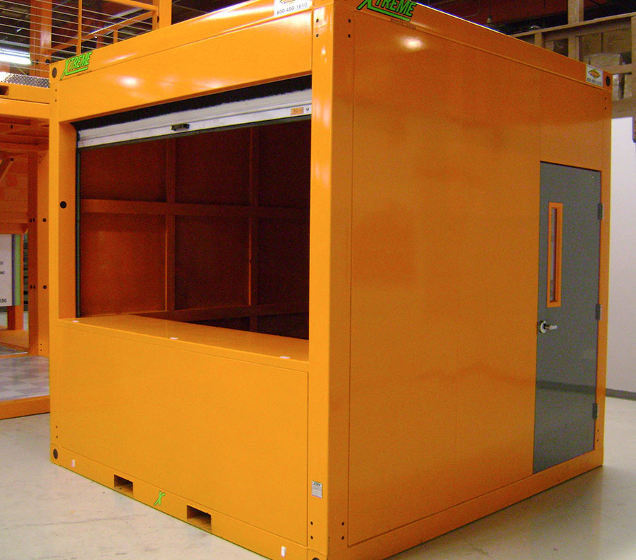Catering cubes can be equipped with roll-up counter door.